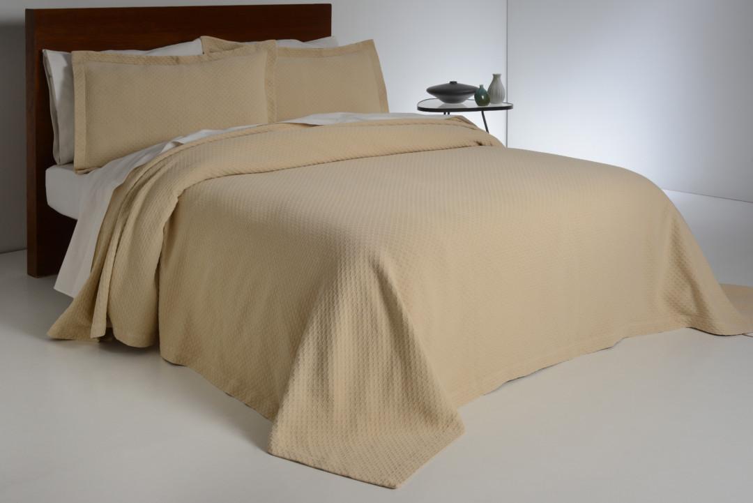 Покрывало на кровать Ruby 18579 Ecru Antonio Salgado