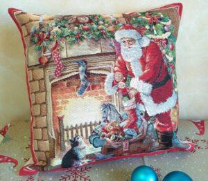 Наволочка гобелен Санта у камина 43*44